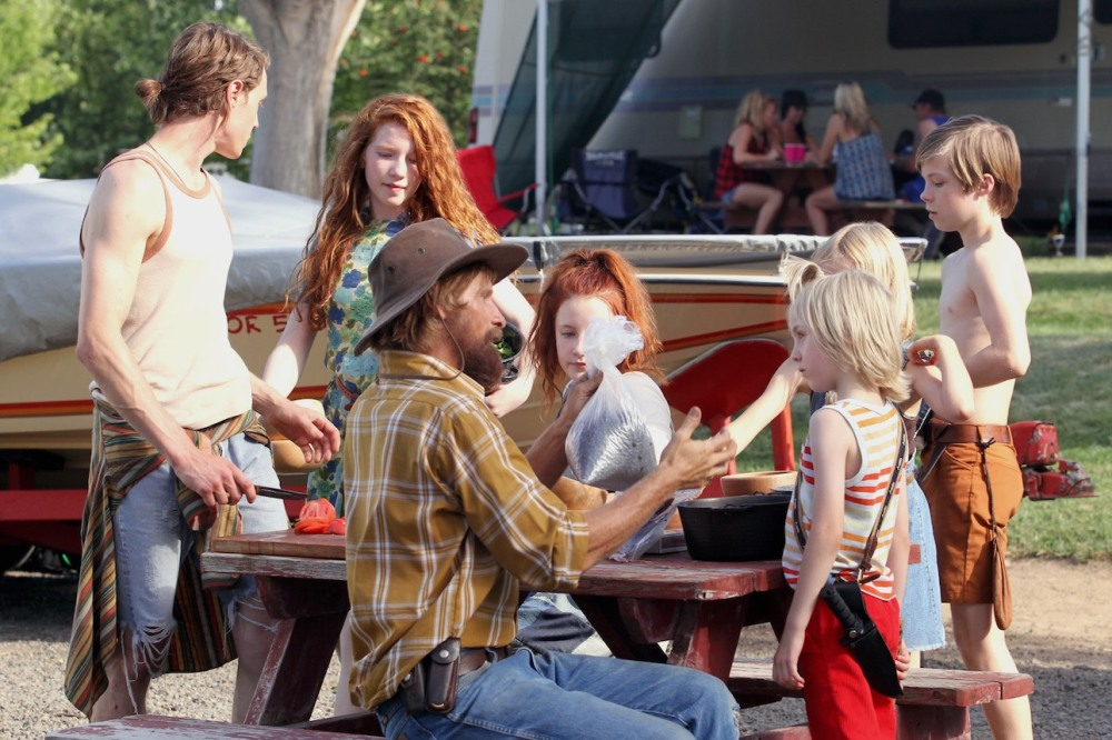 CF_00791_R (l to r) George MacKay stars as Bo, Annalise Basso as Vespyr, Viggo Mortensen as Ben, Samantha Isler as Kielyr, Charlie Shotwell as Nai and Nicholas Hamilton as Rellian in CAPTAIN FANTASTIC, a Bleecker Street release. Credit: Erik Simkins / Bleecker Street